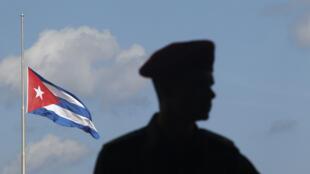 Cuba: el general Julio Casas Regueiro, ministro de Defensa y vicepresidente,  murió el sábado 3 de septiembre de 2011 de un paro cardiorrespiratorio. El Gobierno declaró tres días de duelo oficial a partir del lunes 5 de septiembre.