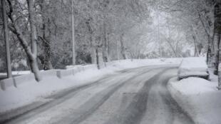 Solo coberto de neve na cidade de Sawfar, oeste do Líbano.
