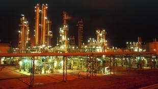 Raffinerie de pétrole en Algérie.