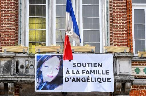 Cartaz em homenagem e apoio aos familiares de Angelique,  13 anos que foi morta e estuprada. 01/05/18