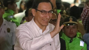Martin Vizcarra na chegada ao aeroporto de Lima.