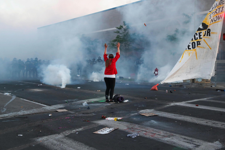 Протесты охватили Миннеаполис после убийства афроамериканца полицейским, а после охватили другие крупные города США