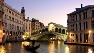 As gôndolas podem voltar a navegar nos canais de Veneza a patir desta quarta-feira 3 de junho, dia em que a Italia abriu as suas fronteiras e a circulaçõ nas 20 regiões do país.