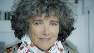 """Portrait de la réalisatrice Coline Serreau, autrice du livre """"#colineserreau"""", paru chez Actes Sud."""