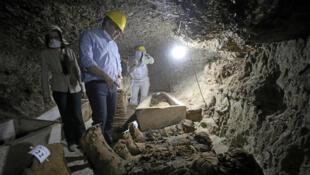 埃及闽亞省古墓穴遗址挖掘出17具木乃伊