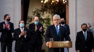 El presidente de Chile, Sebastián Piñera, encabeza la ceremonia de cambio de gabinete, el 28 de julio de 2020 en Santiago