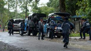缅甸警方控制若开邦受到攻击的小镇Maungdaw, 2016年10月12号