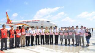 Máy bay hãng hàng không Hainan Airlines, ngày 13/07/2016 hạ cánh xuống sân bay mà Trung Quốc vừa xây dựng trên bãi đá Subi trong quần đảo Trường Sa.