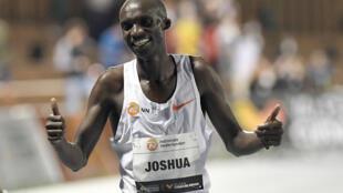 L'Ougandais Joshua Cheptegei nouveau recordman du monde du 10.000 m, au stade Turia de Valence, le 7 octobre 2020