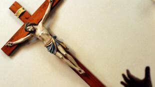 Le crucifix est au centre des débats dans plusieurs pays catholiques en Europe.