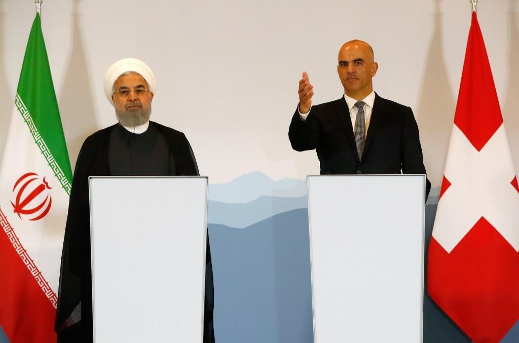 Tổng thống Thụy Sĩ, Alain Berset (P) và đồng nhiệm Iran, Hassan Rouhani trong một buổi họp báo chung sau lễ ký kết Kế hoạch Hành động chung toàn diện (JCPA) tại Bern ngày 03/07/2018.