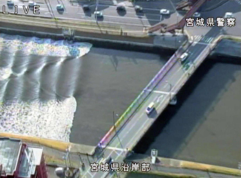 Duas horas depois do terremoto, uma onda de 1,4 metro foi registrada na costa de Sendai, na cidade de Miyagi, no nordeste do Japão.