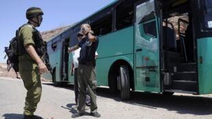 Uma série de ataques coordenados atingiu ônibus e carros no sul de Israel.