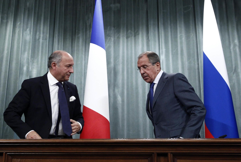 O ministro das Relações Exteriores da Rússia, Sergei Lavrov, e da França, Laurent Fabius em Moscou.