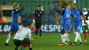 Đội tuyển Pháp mừng chiến thắng 1-0 trước đội Bulgari tại sân Sofia, Bulgari, ngày 07/10/2017.