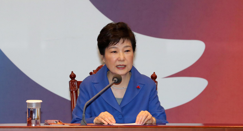 Tổng thống Park Geun Hye đúng hôm 09/12/2016, khi Quốc Hội họp để truất phế bà.