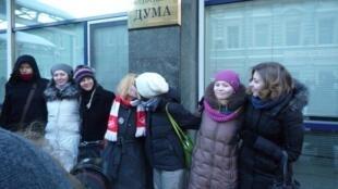 Акция ЛГБТ-движения возле Госдумы против гомофобного закона 22/01/2013