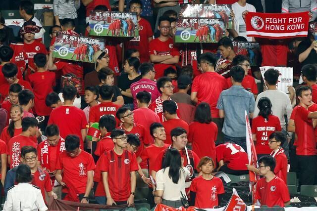 香港14日亚洲杯外围赛--香港对黎巴嫩,球迷再嘘中国国歌。