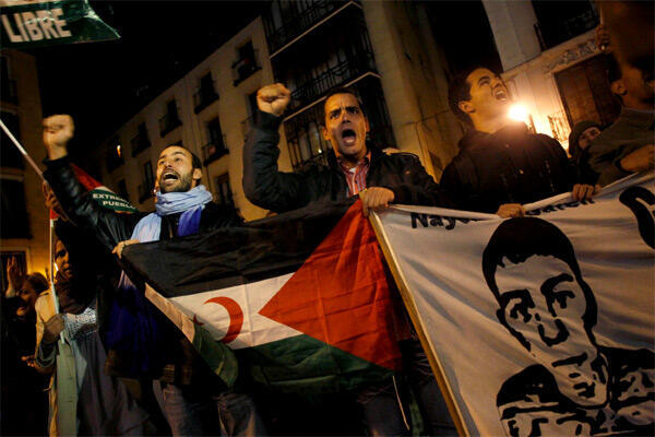 Pro-Sahrawi protesters demonstrate outside the Spanish Foreign Ministry headquarters in Madrid on 11 November, 2010