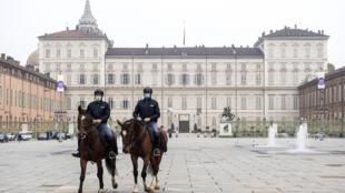 Patrullas militares en la ciudad de Torino,