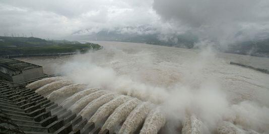 Đập Tam Hiệp trên sông Dương Tử - REUTERS /STRINGER SHANGHAI