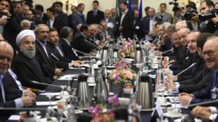 Líderes iranianos e franceses se reuniram nesta quarta-feira (27) em Paris, mas sem jantar.
