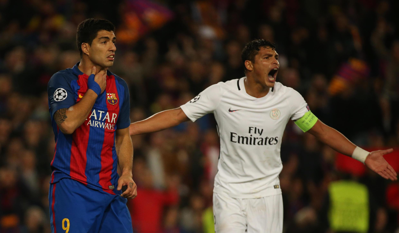 Thiago Silva, o capitão do Paris Saint-Germain, e Luis Suárez do FC Barcelona.