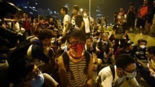 10月3日晨,香港示威學生繼續堅守在特首辦門口。