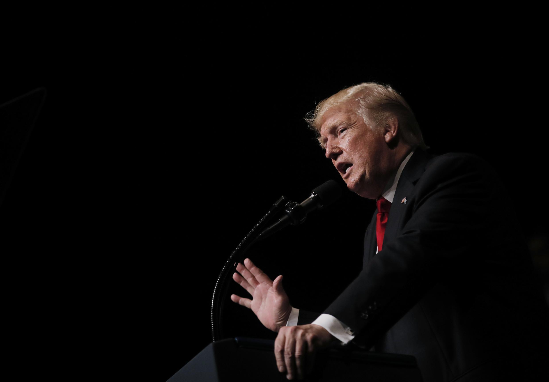 Shugaba Donald Trump a lokacin da yake sanar da yanke hulda da kasar Cuba