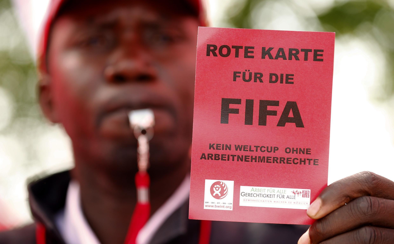 Biểu tình tại Zurich, trước trụ sở của FIFA, 03/10/2013.