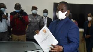 Henri Konan Bédié a déposé sa candidature pour la présidentielle à la Commission électorale indépendante de Côte d'Ivoire, le 27 août 2020.