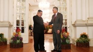 Thủ tướng Singapore Lý Hiển Long (T) tiếp lãnh đạo Bắc Triều Tiên Kim Jong Un, phủ thủ tướng Singapore, ngày 10/06/2018.