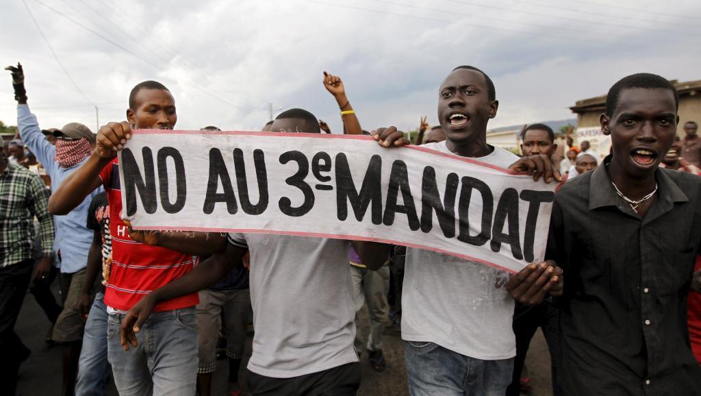 Les manifestants estiment que selon la Constitution burundaise, le président Pierre Nkurunziza ne peut pas briguer un nouveau mandat.