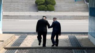 O presidente da Coreia do Sul, Moon Jae In, e o dirigente da Coreia do Norte, Kim Jong-Un