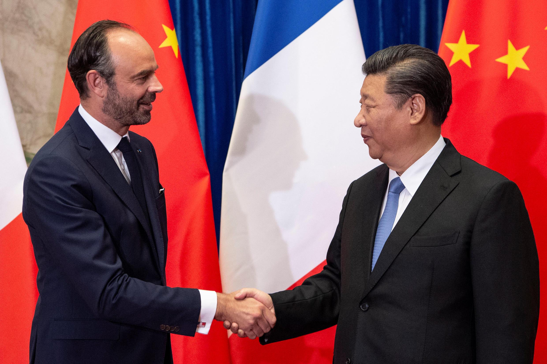 Chủ tịch TQ Tập Cận Bình (P) tiếp thủ tướng Pháp, Edouard Philippe tại Bắc Kinh ngày 25/06/2018.