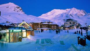 L'enterrement de vie de garçon déguisé en officier SS a eu lieu dans un restaurant de la station de ski Val-Thorens.