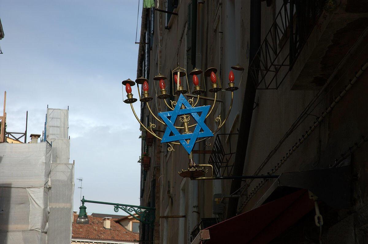Сегодня о гетто в Венеции напоминают только семисвечники и названия улиц.