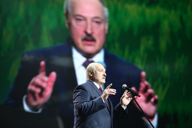 Alexander Lukashenko habla durante un foro de mujeres el 17 de septiembre de 2020 en Minsk