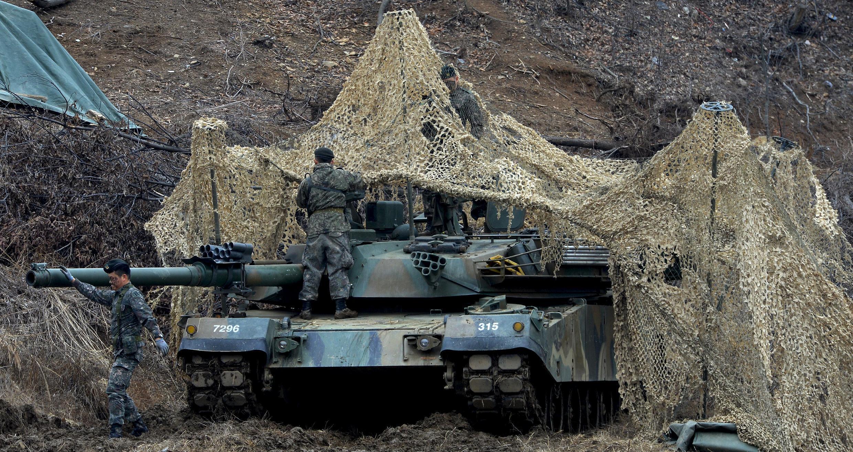 Ảnh minh họa : Quân đội Hàn Quốc triển khai xe tăng tại Paiju, gần giới tuyến hai miền, tham gia tập trận chung với Mỹ ngày 07/03/2016.