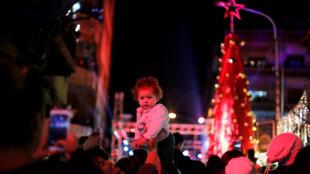 大马士革庆祝圣诞节的人群