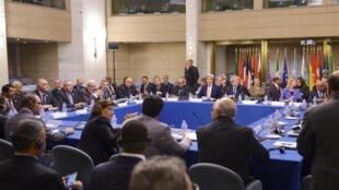 Présidée par l'Italie et les Etats-Unis, la conférence sur la Libye s'est déroulée à huis clos au sein du ministère des Affaires étrangères, en présence de représentants des Parlements rivaux de Tobrouk et de Tripoli et 17 représentants de gouvernement.