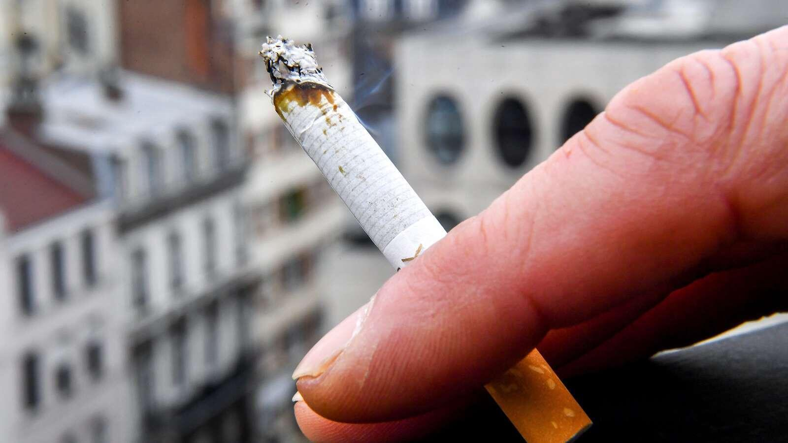 2020-05-13 france health smoking cigarette