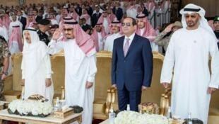 پادشاه عربستان در کنار رهبران مصر، امارات، بحرین و اردن در مراسم پایانی رزمایش مشترک در خلیج فارس به تاریخ شانزدهم آوریل 2018