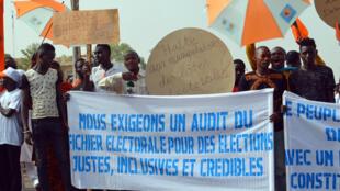 Manifestation de l'opposition à Niamey, Niger, le 1er novembre 2015, pour réclamer un audit du fichier électoral.