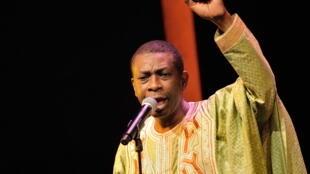 Youssou N'Dour est revenu à la fin du concert pour interpréter «New Africa», un hymne aux valeurs positives de l'Afrique.