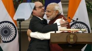 Президент Франции Франсуа Олланд (слева) и премьер-министр Индии Нарендра Моди в Нью-Дели, Индия, 25 января 2016.
