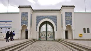 巴黎专门收治外国患者的阿维塞纳医院的大门。
