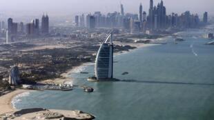 Vue de Dubaï, aux Émirats arabes unis. Le pays a décidé d'accorder aux expatriés résidents et aux étrangers de plus de 55 ans remplissant certains critères financiers un visa de cinq ans renouvelable. (image d'illustration)