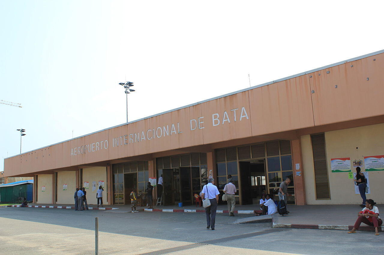 1280px-Aeropuerto_Internacional_de_Bata_(6510178541)