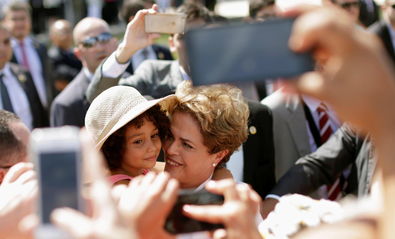 Dilma Rousseff entre sus partidarios, tras su suspensión, el pasado 12 de mayo en Brasilia.